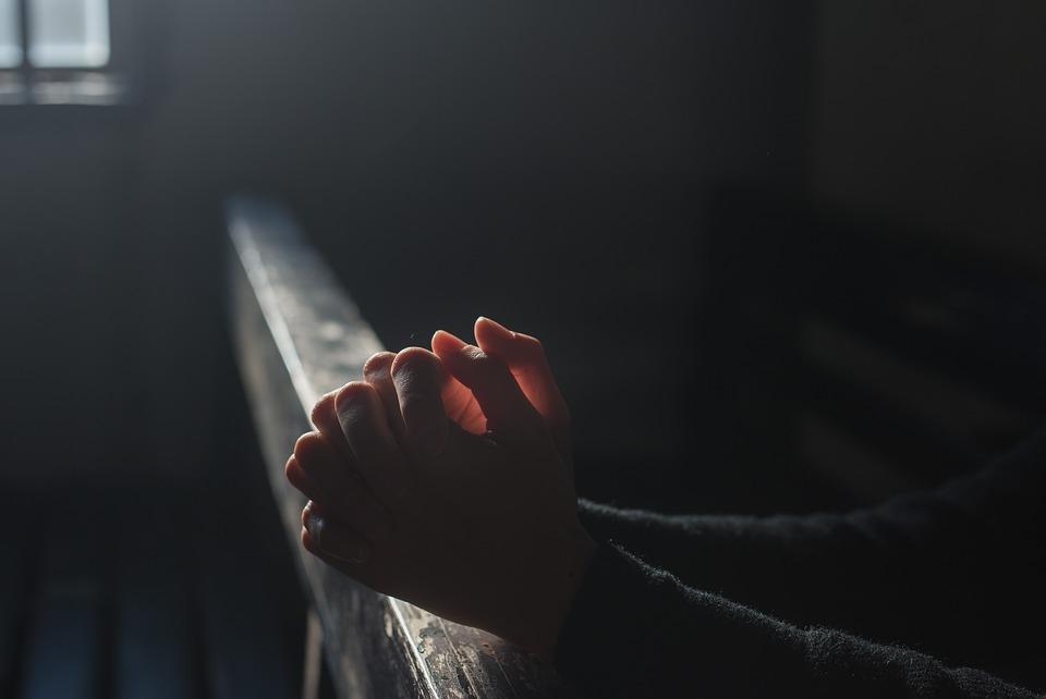 Cirkev, ktorá volá po pokoji, kde žiadny nie je, seba samú podvádza