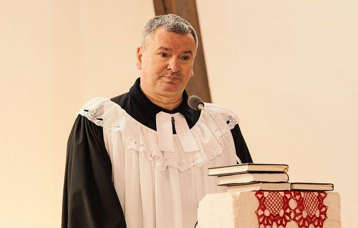 Cirkev je taká spravodlivá a morálna, do akej miery bude spravodlivý a morálny človek, ktorému je zverený úrad